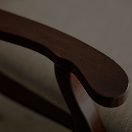 椅子の肘置き部分のアップ画像